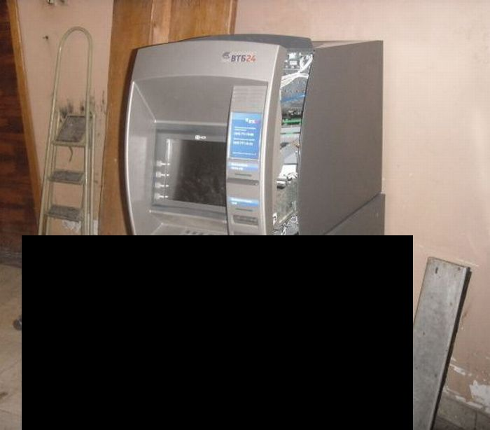 The Robbed ATM in Russia (7 pics)