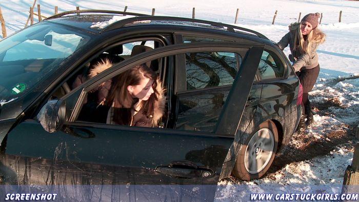 Girls on winter roads (36 pics)