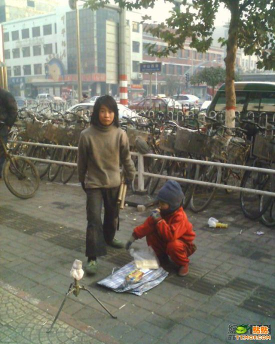 Poor child in China (10 pics)