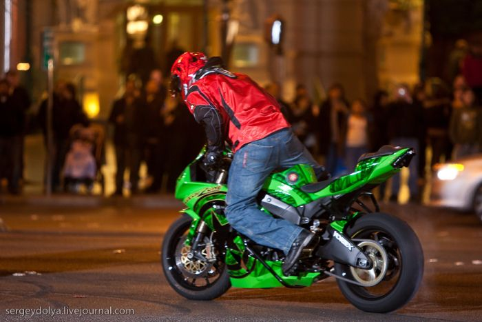 Dancing with a motorcycle (18 pics + video)