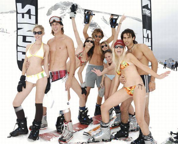 Skiing in Bikinis (33 pics)