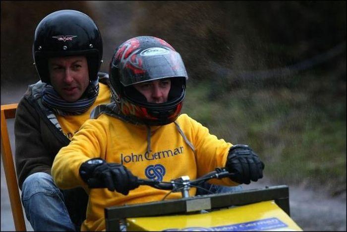 Amusing races in Stafordshire (15 pics)
