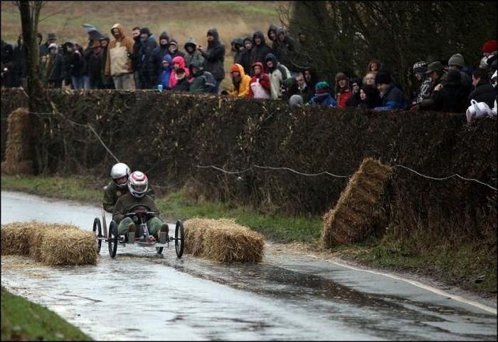 عکس های یک مسابقه غیر عادی و هیجان انگیز و شاد