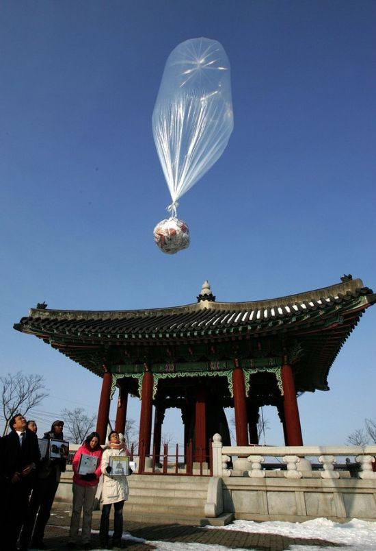 Air Balloons Delivery to North Korea (11 pics)