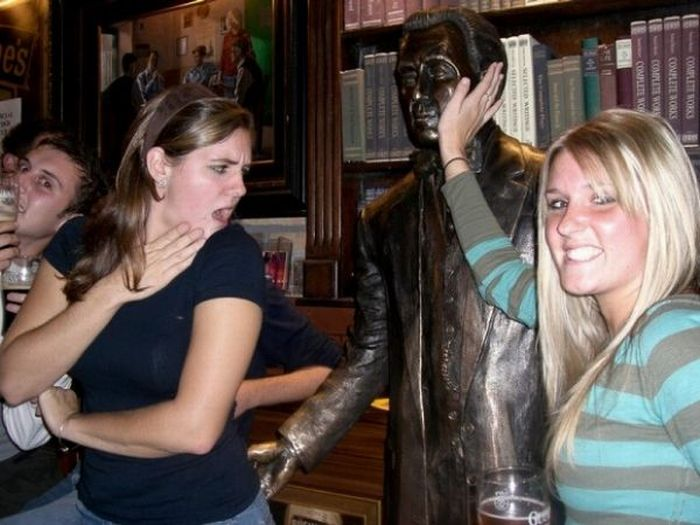 Fun with Statues (32 pics)