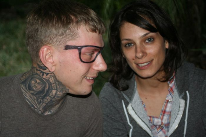 A Guy Gets His Face Tattoed (38 pics)