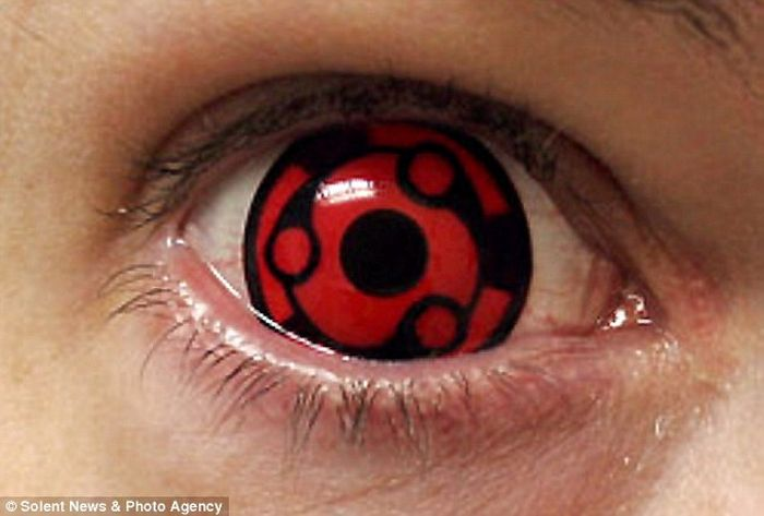 Scary Contact Lenses (7 pics)