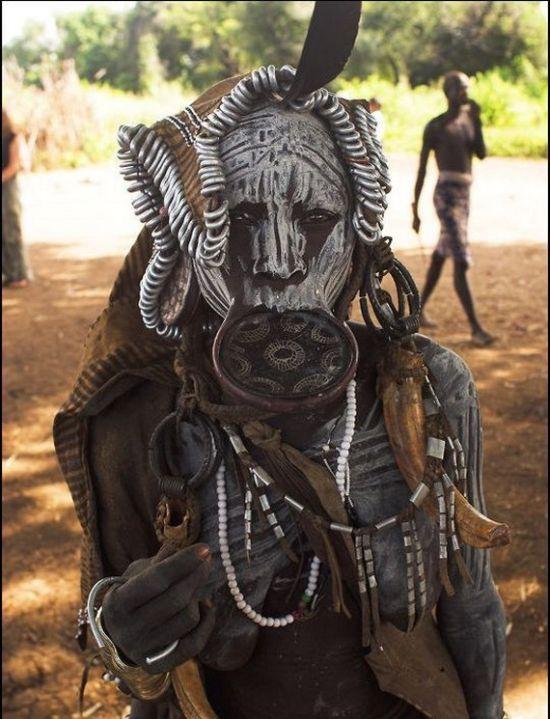 The Mursi Tribe Of Ethiopia (14 pics)