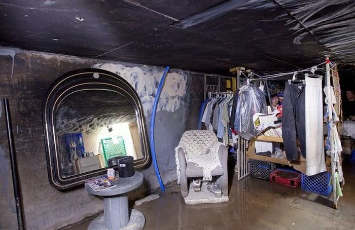 Living in Undeground Tunnels of Las Vegas (16 pics)