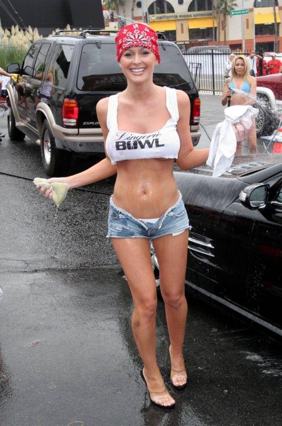 Very Cute Girl at a Car Wash (45 pics)