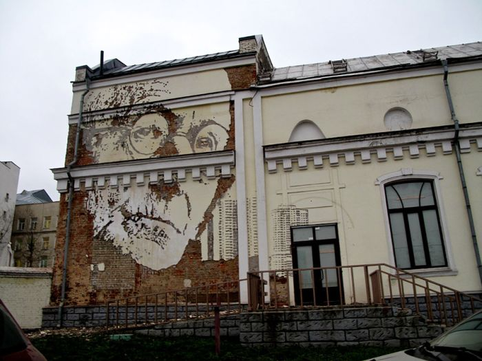 A Painting on a House in Moscow (3 pics)