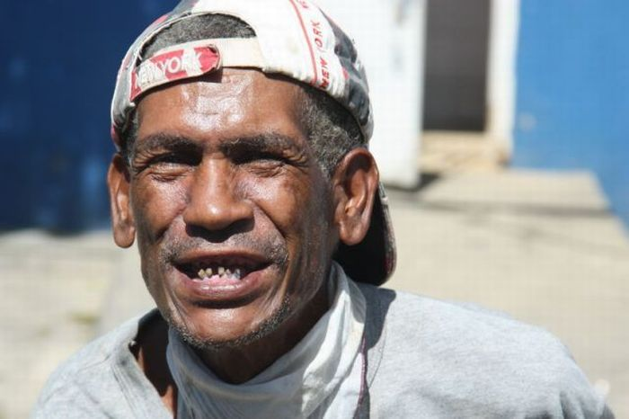 Homeless Guy in Dominican Republic (5 pics)