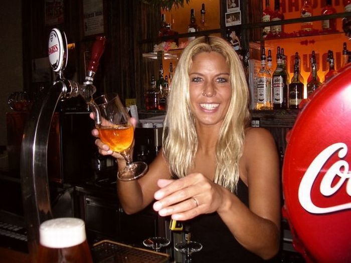 Hot Barmaids (52 pics)