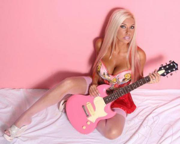 Sexy Girls who Love Music (47 pics)