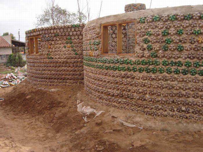 Bottle House (20 pics)
