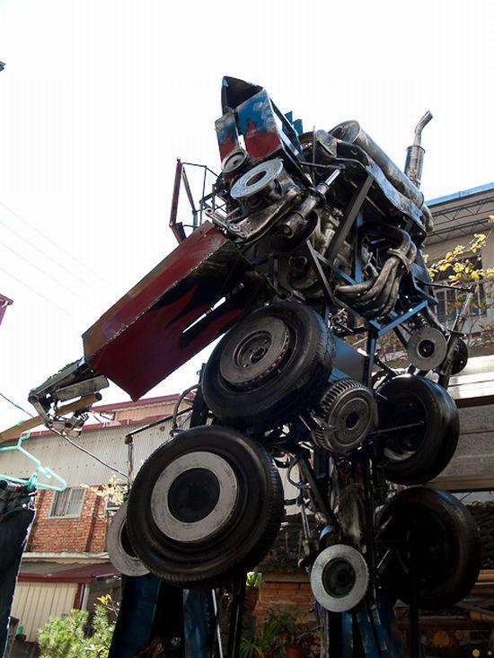 Junkyard Transformer (11 pics)