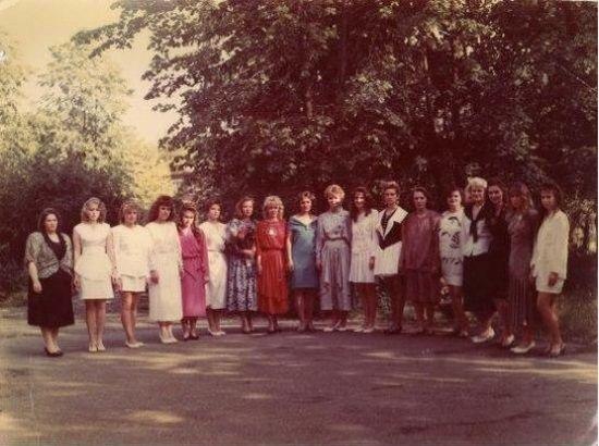 Old School Photobomb (2 pics)