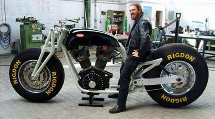 Gunbus - a Giant Bike (17 pics)