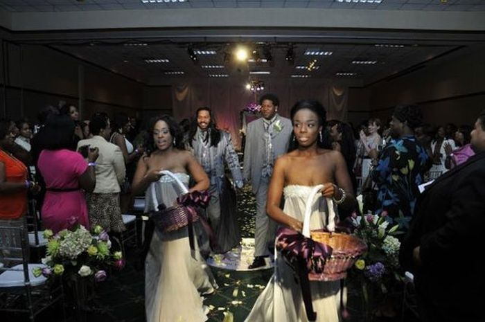 A Different Kind of Wedding (24 pics)