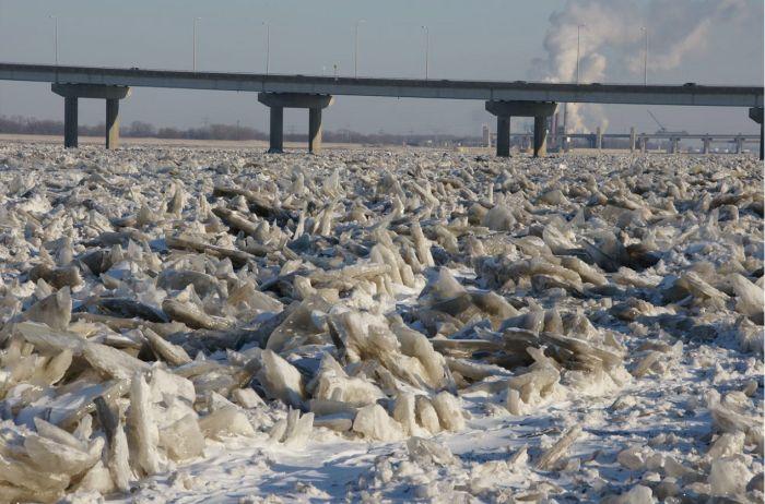 Frozen Mississippi River (6 pics)