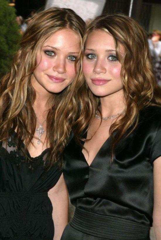 Hot Twins (43 pics)