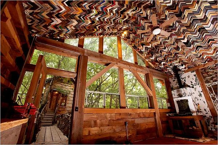House That is Made of Recycled Material (15 pics)