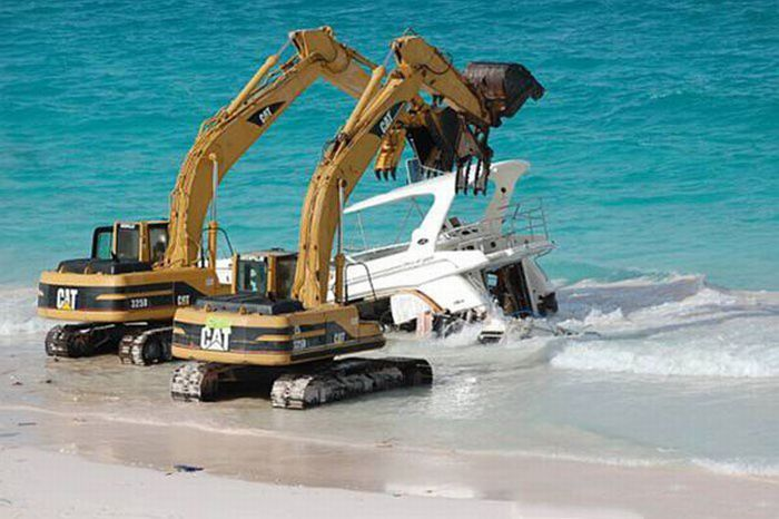 How To Dispose of a Million Dollar Yacht (18 pics)