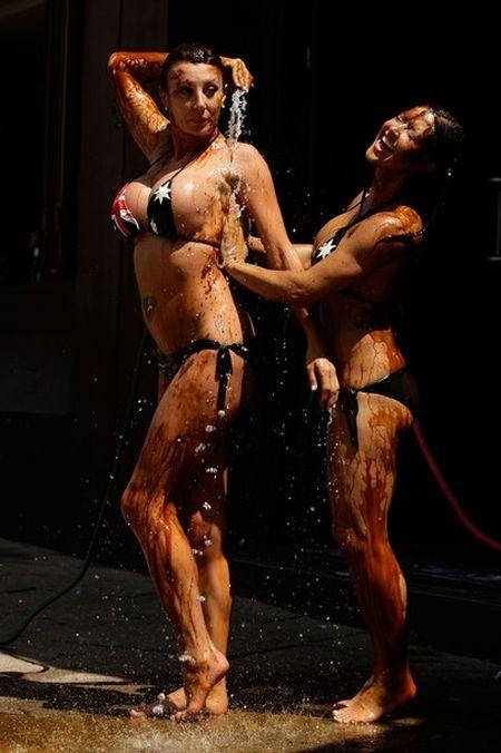 Vegemite Bikini Wrestling in Australia (9 pics)