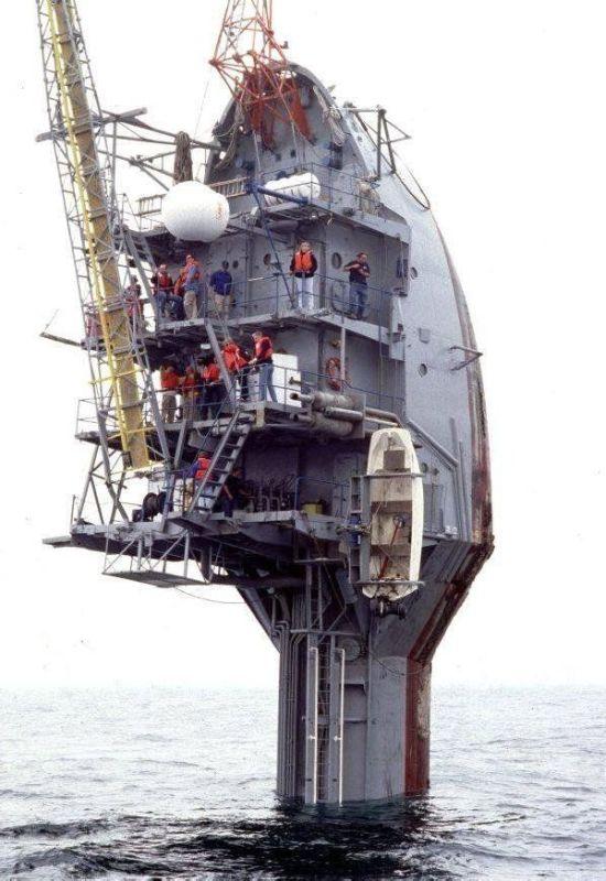Giant Ship That Looks Like a Toothbrush (5 pics + 1 gif )