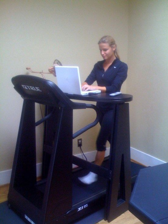 Working While Jogging (21 pics)