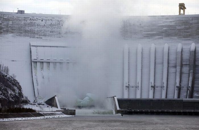 Frozen Power Plant (20 pics)