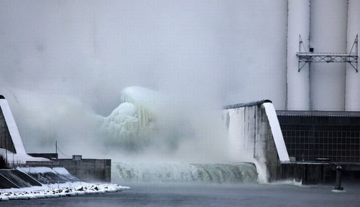 Frozen Power Plant (20 pics)