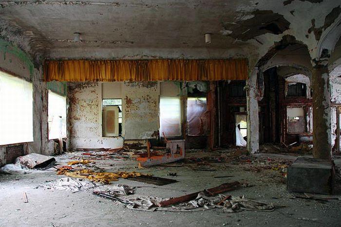 Abandoned Theatres (36 pics)