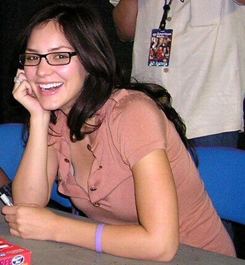 Que hermosas se ven las mujeres con lentes