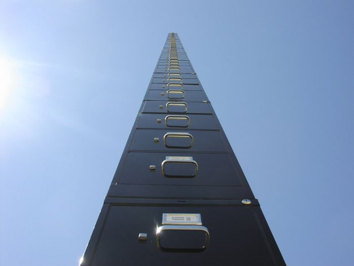 The Tallest File Cabinet on Earth (6 pics)