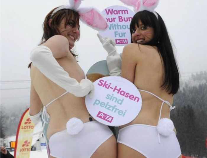 Naked Protest (15 pics)