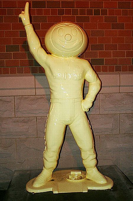 Butter Sculptures (16 pics)
