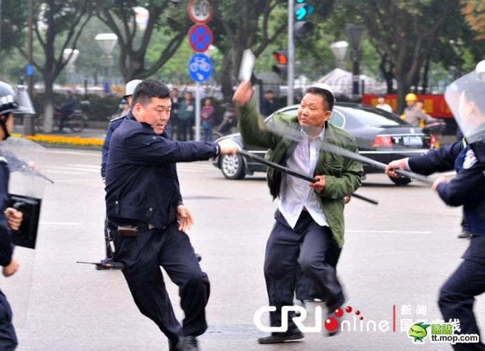 A Crazy Chinese Man (10 pics)