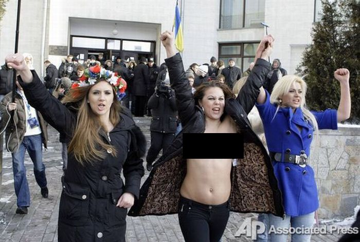 "Another Topless Protest of Ukrainian Girls from the ""Femen"" Organisation (18 pics)"