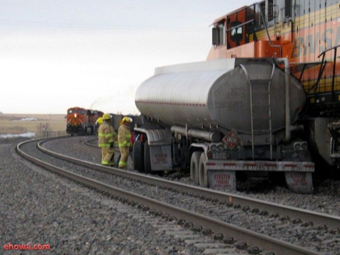 Fuel Truck vs Train in Nebraska (12 pics)