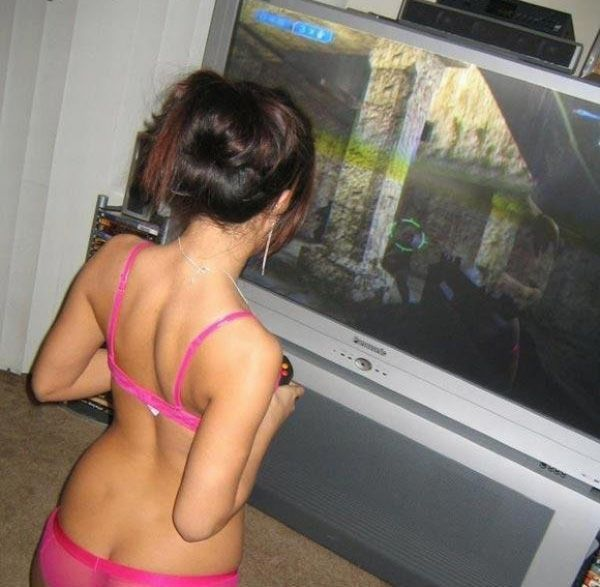 Advise Sexy nude gamer chick