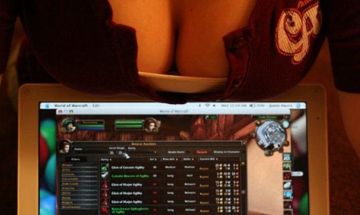 Sexy Gamer Girls (32 pics)