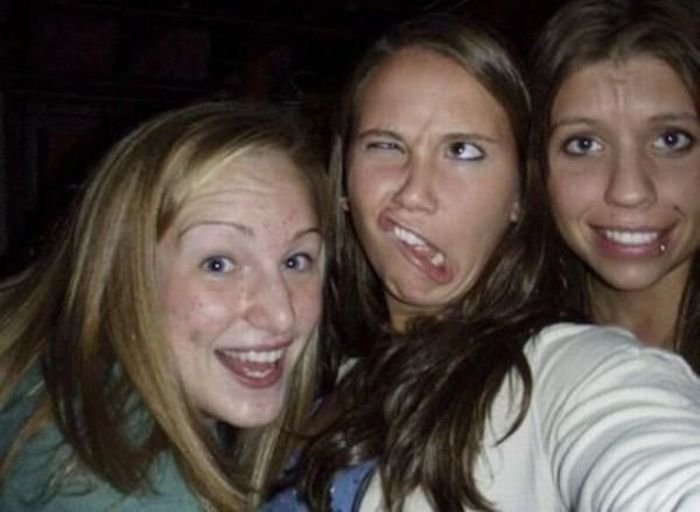 Photobombs by Girls (46 pics)