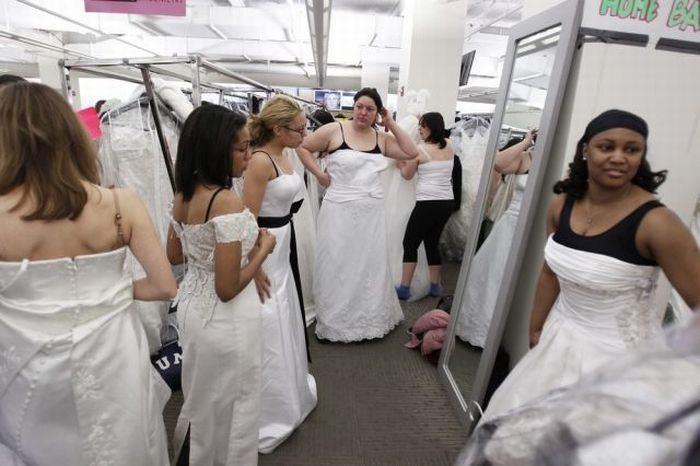 Running of the Brides in NYC (14 pics)