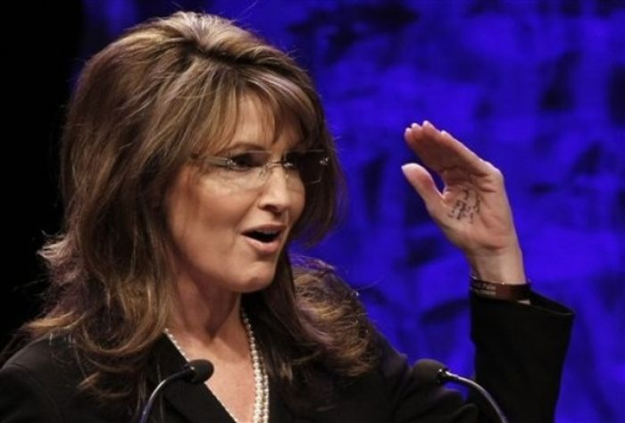 Sarah Palin Caught with Notes Written on Her Hand (6 pics)
