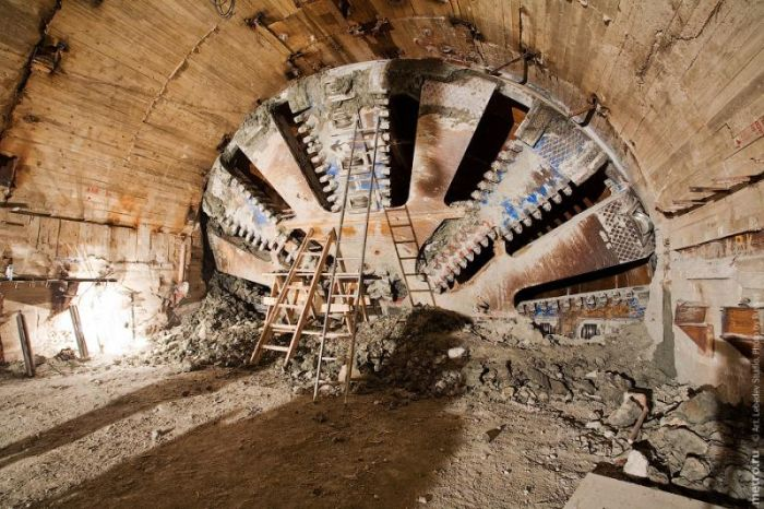 Building a Subway (17 pics)