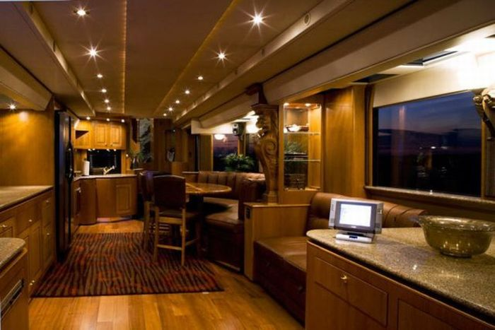 Luxury Houses on Wheels (14 pics)