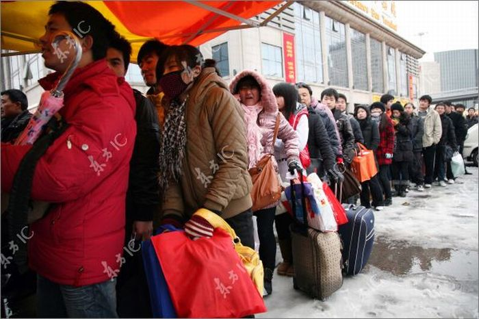 China blizzard disrupts pre-holiday rush for home (24 pics)