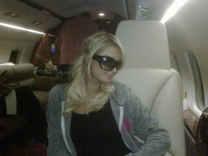 Private Photos of Paris Hilton (24 pics)