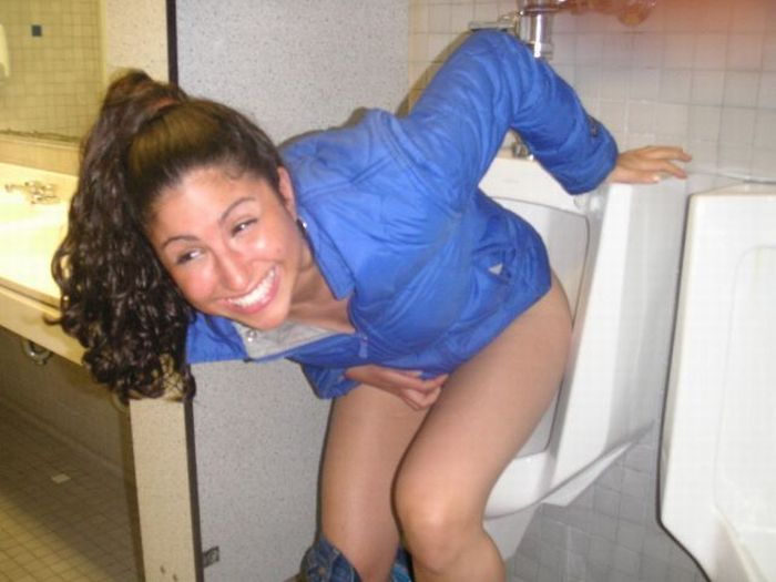 Girls in Men's Room (53 pics)